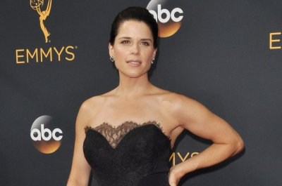 'Scream': Neve Campbell confronts a new Ghostface in latest trailer