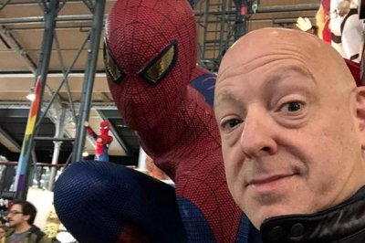 Marvel comic book writer Brian Michael Bendis signs exclusive deal with DC