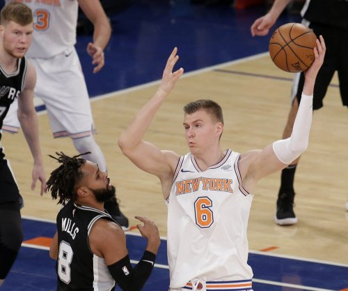 Porzingis, Knicks take shot at defending champ Warriors