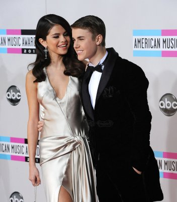 Justin Bieber dedicates song to 'my baby' Selena Gomez [VIDEO]