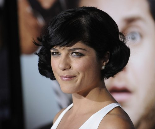 Selma Blair apologizes for plane incident, mixed alcohol and medication