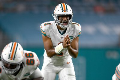 Dolphins hold off Bengals in Tua Tagovailoa's return