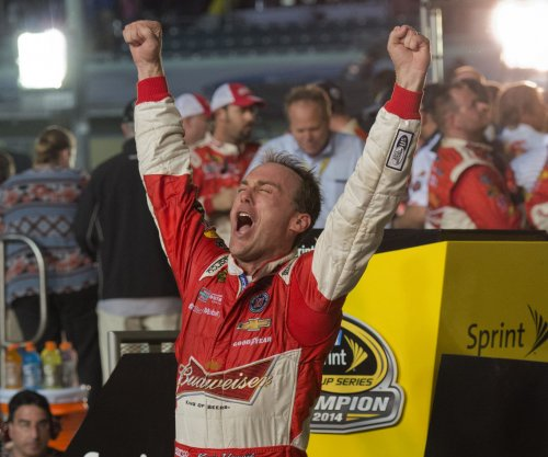 Harvick on the pole at Phoenix for the first time