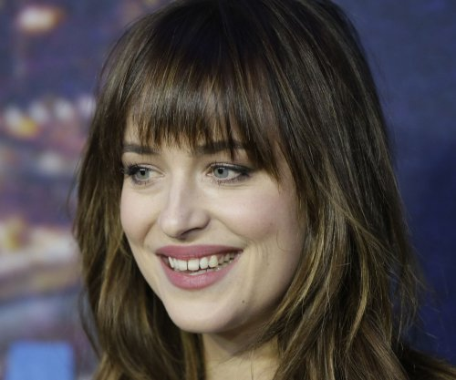 Dakota Johnson to host 'Saturday Night Live'