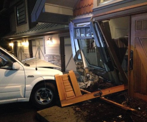 Teen driver crashes into Kim Cattrall's home