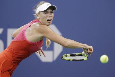 Caroline Wozniacki routs top-ranked Simona Halep at 2017 WTA Finals