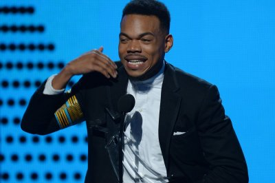 Chance the Rapper hosts 'SNL,' sings Thanksgiving and Obama songs