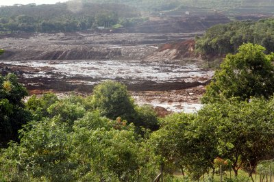 Scores missing after dam collapse at Brazilian mine