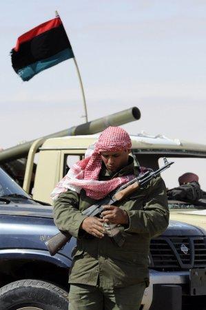 Libyan troops rout rebels at Tunis border