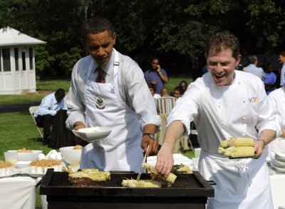 Celebrity chef Flay signs onto TV series