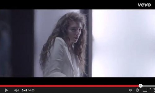 Lorde debuts music video for 'Yellow Flicker Beat'