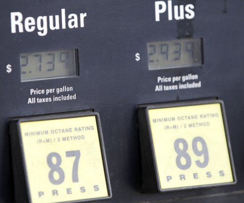 EPA upsets farmers, renewable fuel backers with lower quotas for ethanol-gas blends