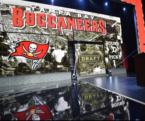 Buccaneers receive notice of LB Kwon Alexander's suspension