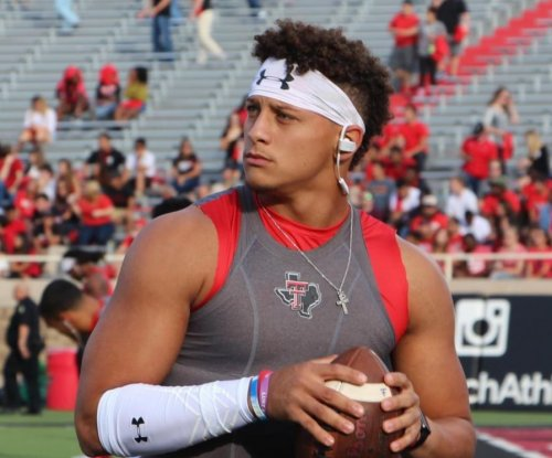 Patrick Mahomes drawing comparisons to Aaron Rodgers, Ben Roethlisberger