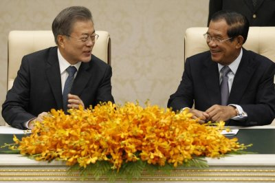 Cambodia issues warrants for exiled opposition party leaders