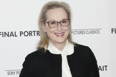 'The Prom': Meryl Streep, Nicole Kidman pose in new cast photo