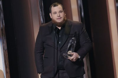 Luke Combs, Maren Morris dominate 54th annual Country Music Association Awards
