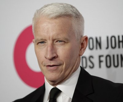 Anderson Cooper, Mario Lopez address 'Live' hosting rumors