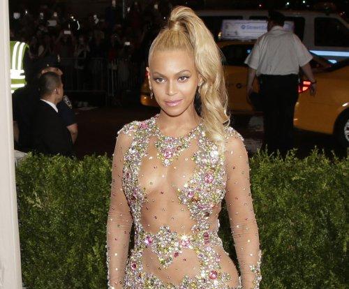 Beyonce Knowles stuns in sheer gown at 2015 Met Gala