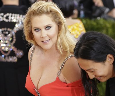 Amy Schumer vacations with Kate Hudson, Goldie Hawn