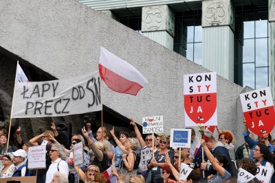 EU orders Poland to stop forcing retirement of high court justices