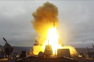 USS Paul Ignatius fires Standard Missile-3 interceptors in test