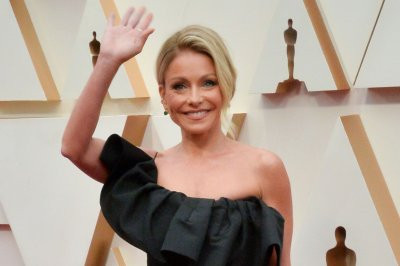 Kelly Ripa to release book of personal essays in 2022