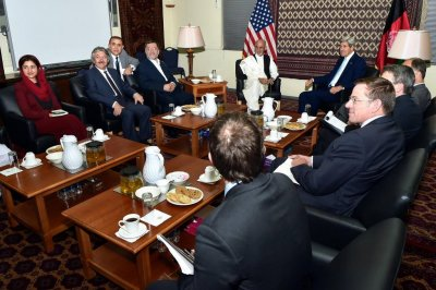 John Kerry in Kabul to meet with presidential candidates amid slowed vote audit
