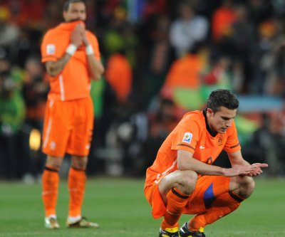 van Persie own goal sinks Netherlands' Euro 2016 hopes