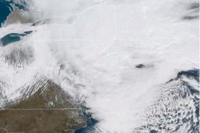 Deadly nor'easter disrupts flights; Virginia declares emergency