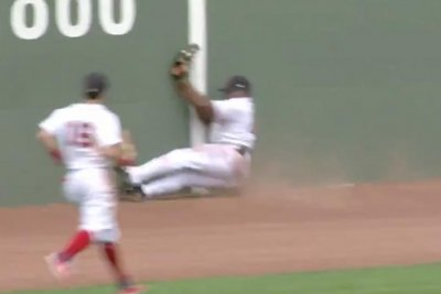 Boston Red Sox's Jackie Bradley Jr. goes all-out for diving catch