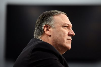 Pompeo urges Maduro to open Venezuelan borders for relief aid