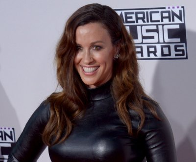 Alanis Morissette releases new song 'Smiling'