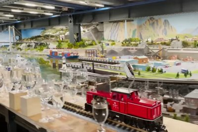 Model train plays 2,840 notes of classical music for Guinness record
