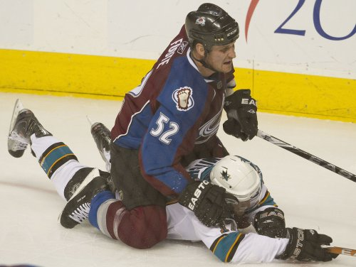 Avalanche signs D Foote to 1-year deal