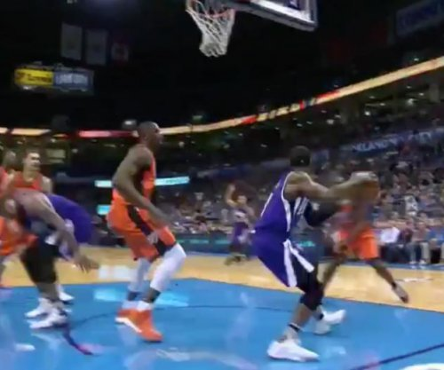 Sacramento Kings' Rajon Rondo rockets ridiculous pass