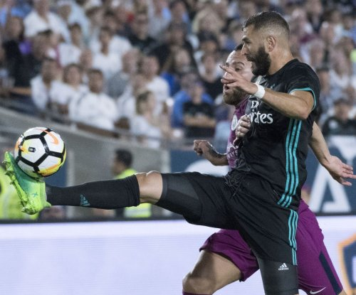Karim Benzema: Real Madrid signs forward until 2021