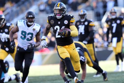Steelers' Pouncey: Bell's absence is 'selfish'