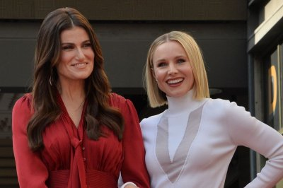 Kristen Bell, Idina Menzel perform 'Frozen' on crosswalk with James Corden