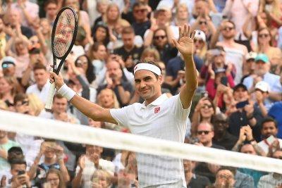 Wimbledon tennis: Roger Federer cruises into third round