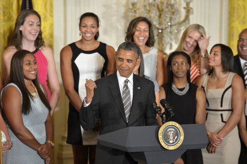 Obama welcomes NCAA champion Huskies to White House