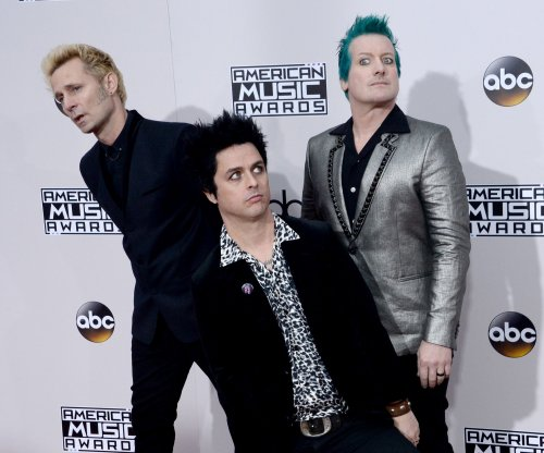 Green Day slams Donald Trump during American Music Awards performance