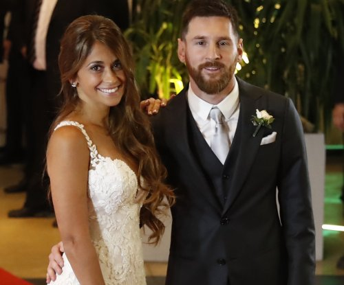 Lionel Messi marries childhood girlfriend in Argentina
