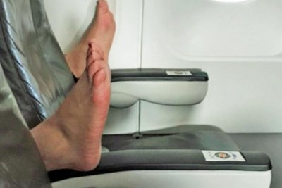 Passenger's bare feet turn woman's empty plane row into 'nightmare'