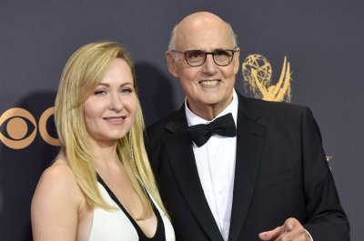Jeffrey Tambor has made 'no final decision' regarding 'Transparent' role