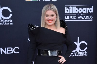 Kelly Clarkson announces 2019 North American tour