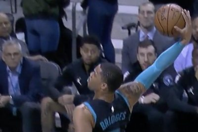Hornets' Miles Bridges kills Kings with tomahawk slam
