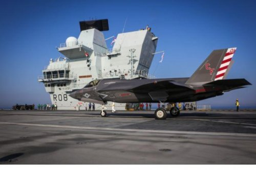 U.S. Marine F-35Bs land on deck of carrier HMS Queen Elizabeth