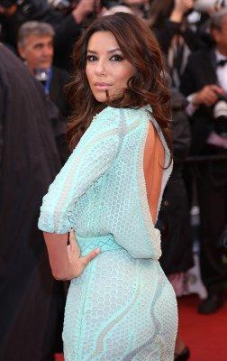 Actress Eva Longoria earns master's degree at 38
