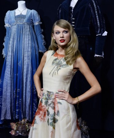 Taylor Swift and Vince Gill to perform together at CMA Awards